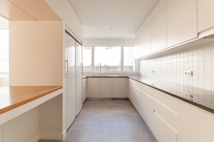 Kitchen by Colectivo Cais, Minimalist