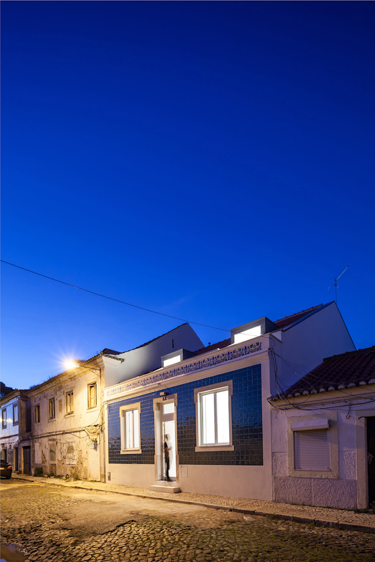 Minimalist houses by Colectivo Cais Minimalist