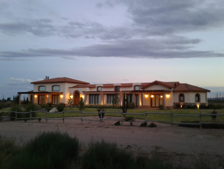Azcona Vega Arquitectos Rustikale Häuser