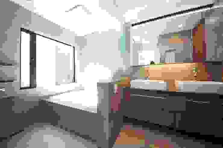 Modern style bathrooms by TERAJIMA ARCHITECTS Modern