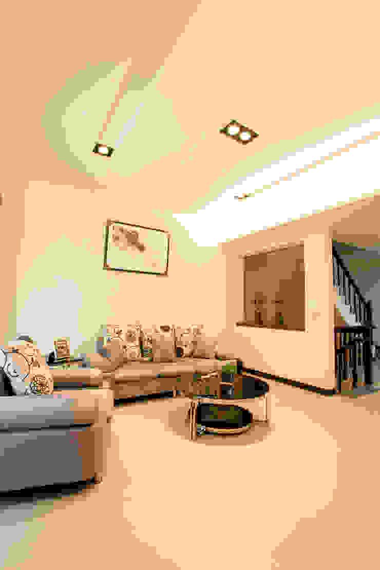 葫蘆敦皇郡 實品屋 E10 現代房屋設計點子、靈感 & 圖片 根據 栩 室內設計 現代風
