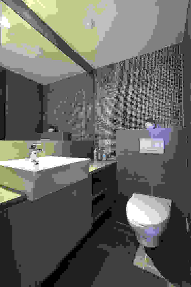 北投 陽明山廈 林宅 現代浴室設計點子、靈感&圖片 根據 直譯空間設計有限公司 現代風