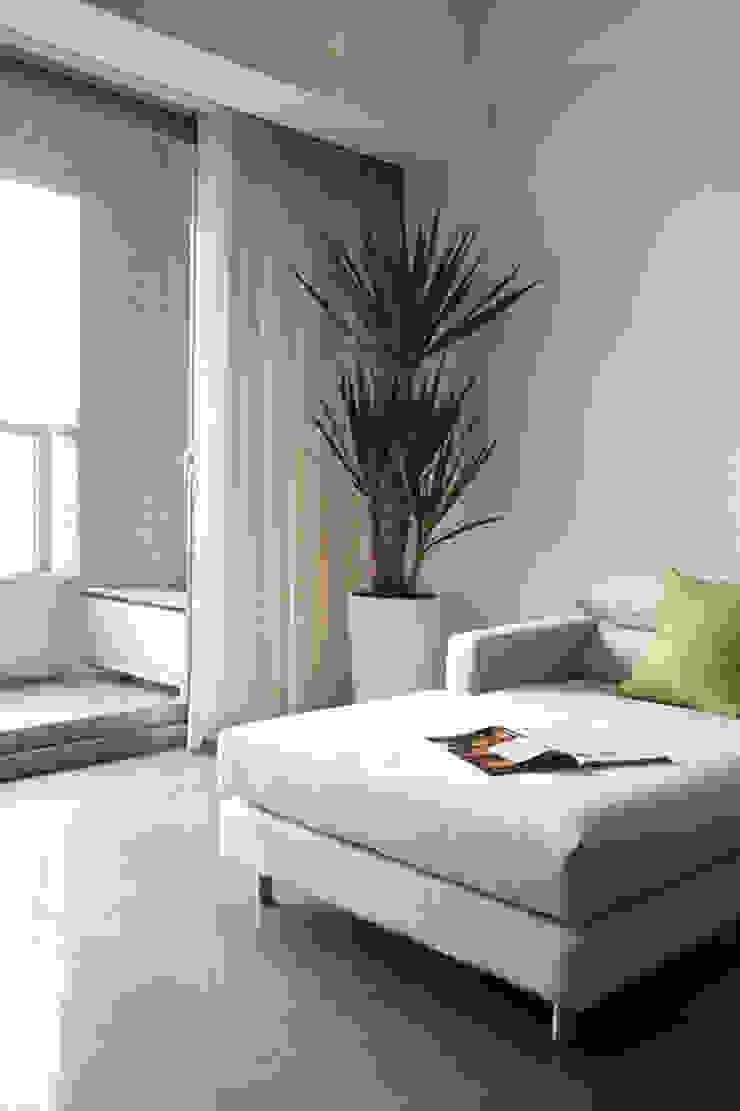 汐止 水蓮山莊 黃宅 现代客厅設計點子、靈感 & 圖片 根據 直譯空間設計有限公司 現代風