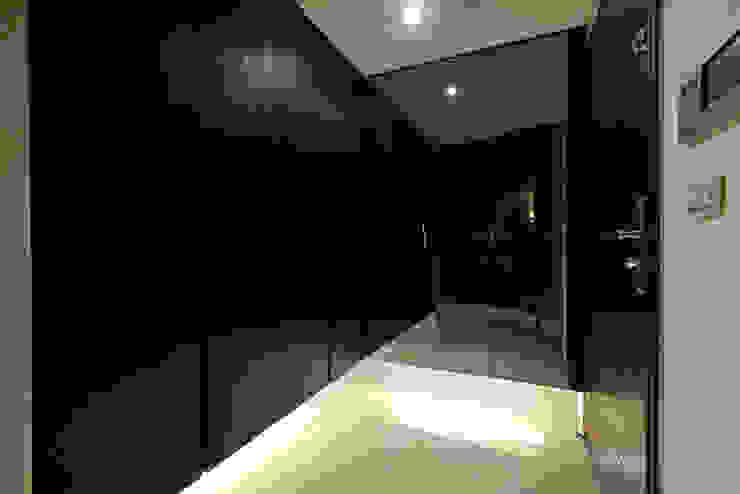 桃園 合雄首璽 吳宅 現代風玄關、走廊與階梯 根據 直譯空間設計有限公司 現代風