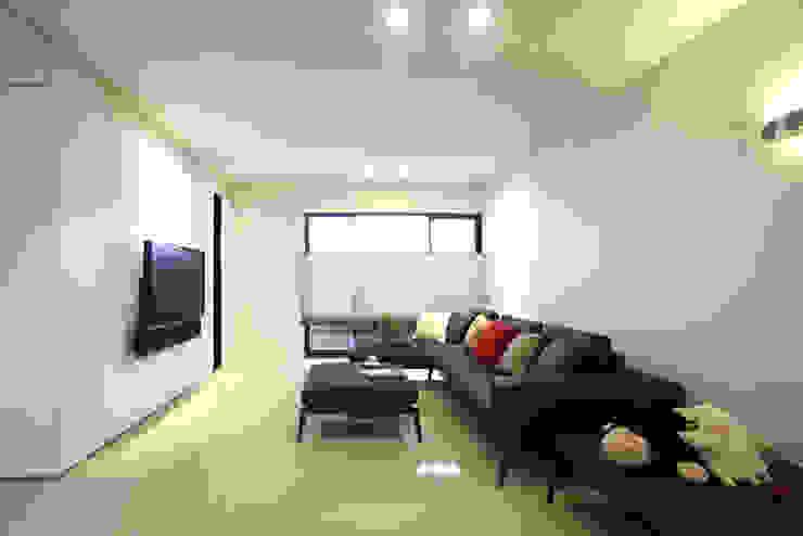 桃園 合雄首璽 吳宅 现代客厅設計點子、靈感 & 圖片 根據 直譯空間設計有限公司 現代風