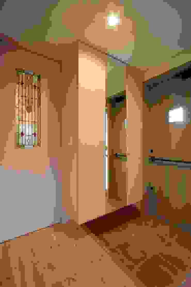 stage Y's 一級建築士事務所 Scandinavian style corridor, hallway& stairs Wood Brown