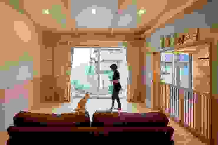 stage Y's 一級建築士事務所 Scandinavian style living room Wood Pink