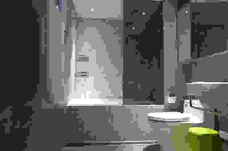 台北 忠孝東路 蔡宅 現代浴室設計點子、靈感&圖片 根據 直譯空間設計有限公司 現代風