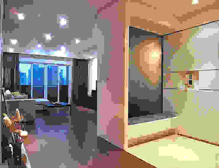 林口 瑞士花園 林宅 現代風玄關、走廊與階梯 根據 直譯空間設計有限公司 現代風