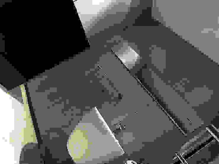 林口 瑞士花園 林宅 現代浴室設計點子、靈感&圖片 根據 直譯空間設計有限公司 現代風