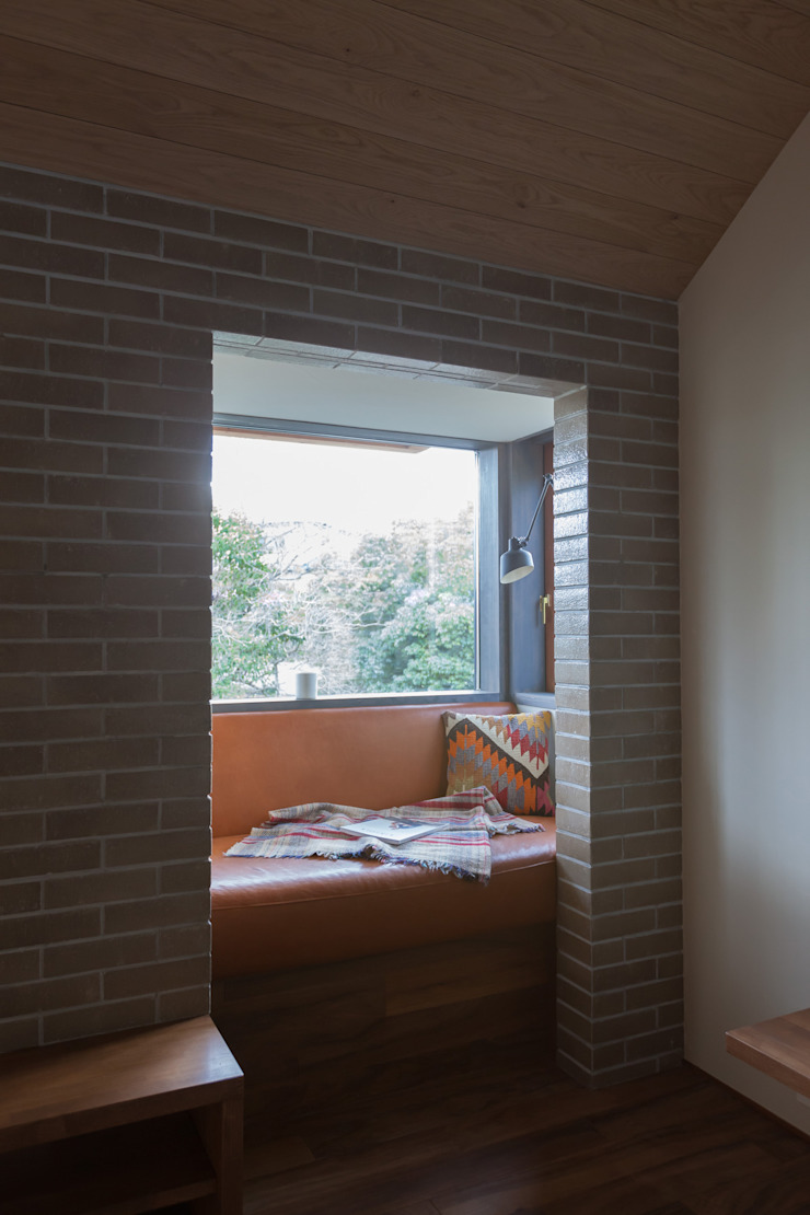 HOUSE IN CHIYOGAOKA モダンデザインの リビング の Mimasis Design/ミメイシス デザイン モダン 木 木目調