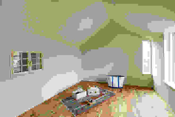 HOUSE IN CHIYOGAOKA モダンデザインの 子供部屋 の Mimasis Design/ミメイシス デザイン モダン 木 木目調