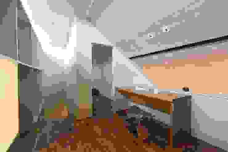 HOUSE IN CHIYOGAOKA モダンデザインの 多目的室 の Mimasis Design/ミメイシス デザイン モダン 木 木目調