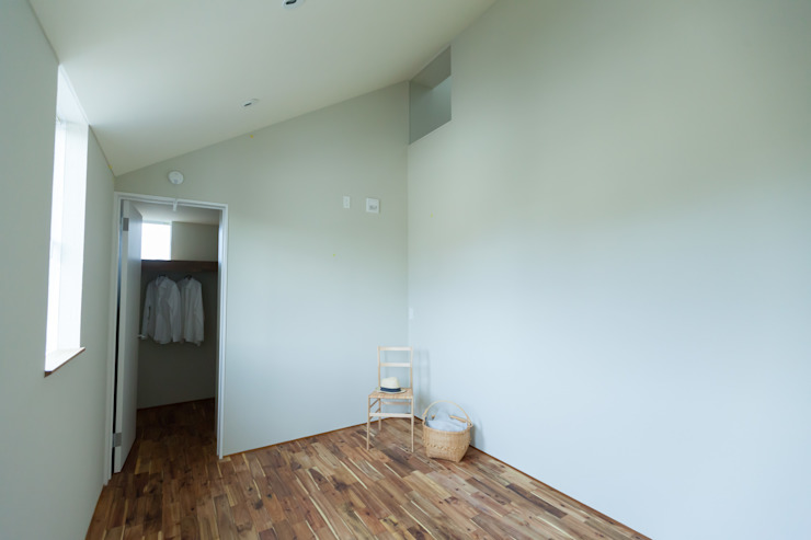 HOUSE IN CHIYOGAOKA Modern style bedroom by Mimasis Design/ミメイシス デザイン Modern Wood Wood effect
