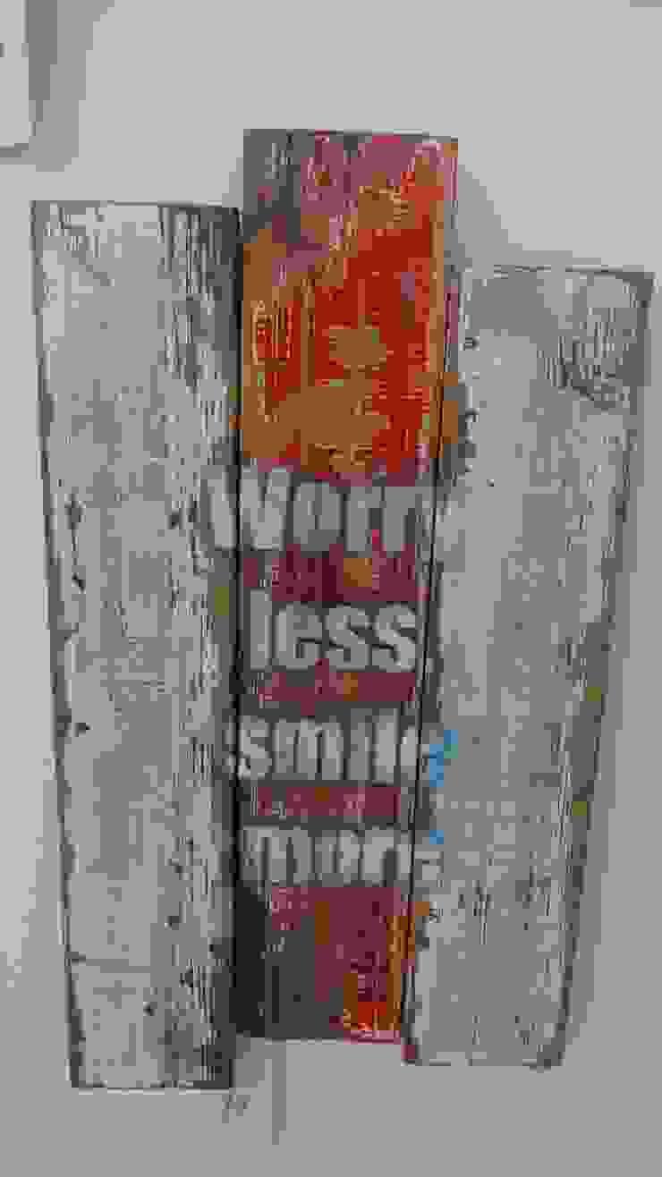 Placa decorativa por Interior Vivo Eclético Madeira Acabamento em madeira