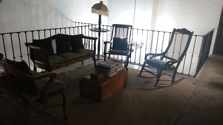PROPIEDAD CASA DE LA VIRGEN Salones clásicos de RUAH ARQUITECTOS Clásico