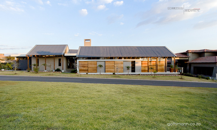 ​Contemporary Farm house Country style house by Gottsmann Architects Country Bricks