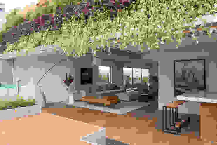 Cobertura Metrópole Varandas, alpendres e terraços modernos por Alexandre Dal Fabbro Moderno Madeira Efeito de madeira