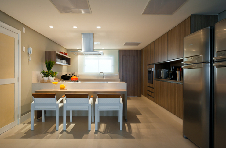 Modern kitchen by Renata Basques Arquitetura e Design de Interiores Modern Quartz