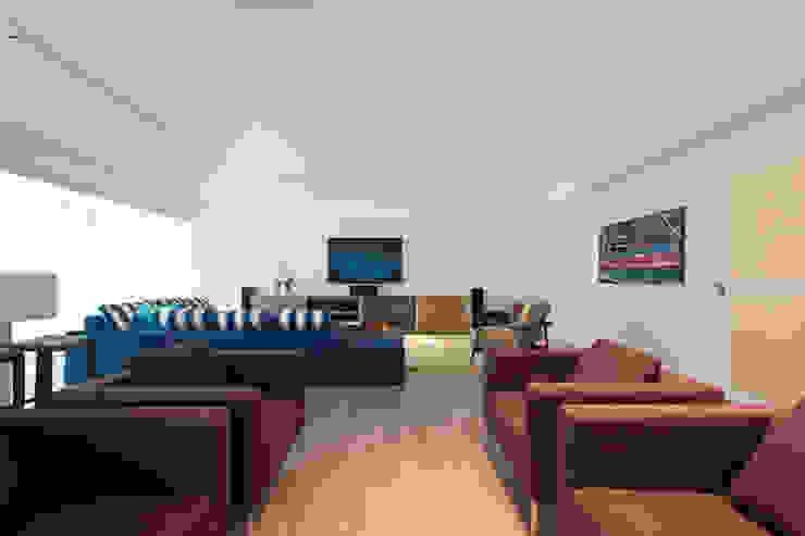 Гостиная в . Автор – Renata Basques Arquitetura e Design de Interiores, Модерн