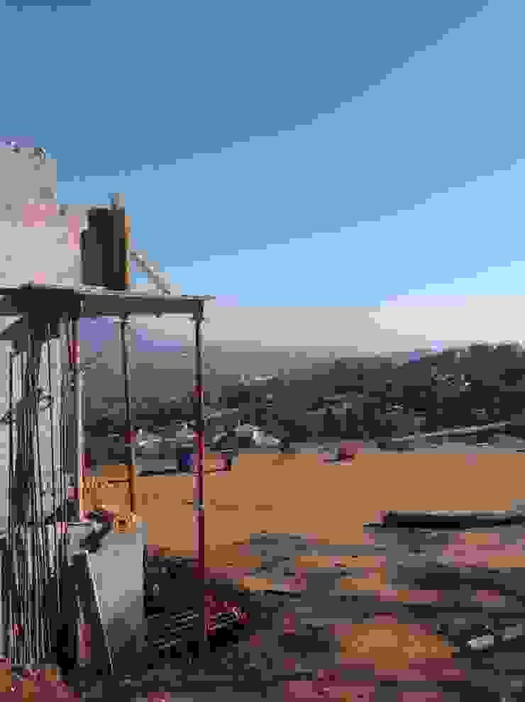 Villa 'under construction' en het uitzicht: modern  door Studio Ruimte, Modern