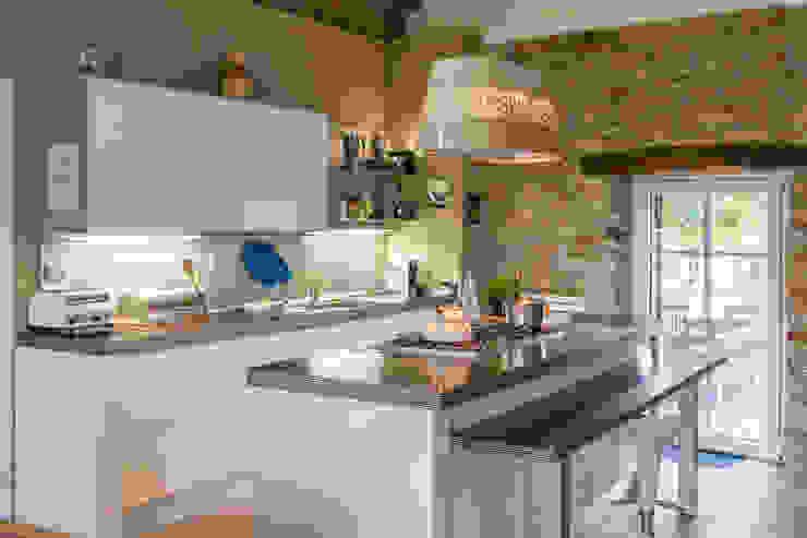 Dapur oleh Andrea Chiesa è Progetto Immagine, Rustic