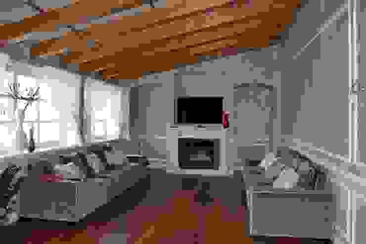 Salas de estilo rural de Studio Feiffer & Raimondi Rural