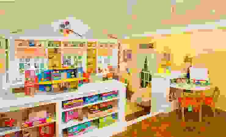 Um exemplo de criança e sala de jogos. Espaços de trabalho clássicos por D O M | Architecture interior Clássico