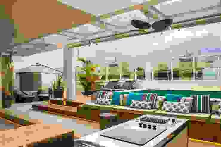 Modern balcony, veranda & terrace by Rosset Arquitetura Modern