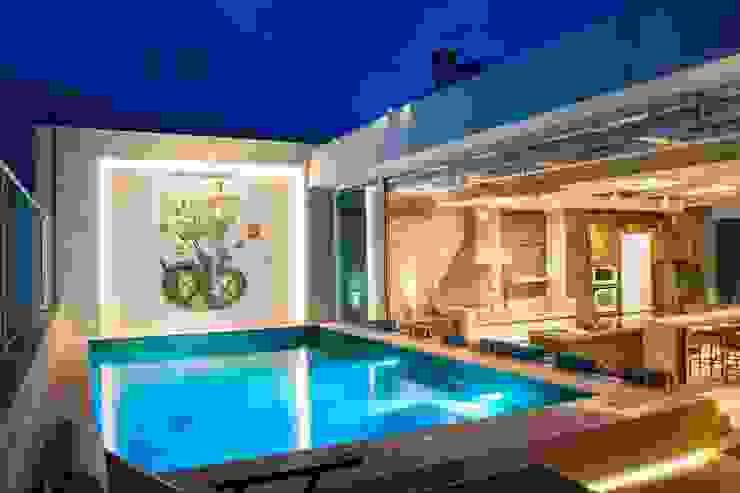 Balkon, Beranda & Teras Modern Oleh Rosset Arquitetura Modern