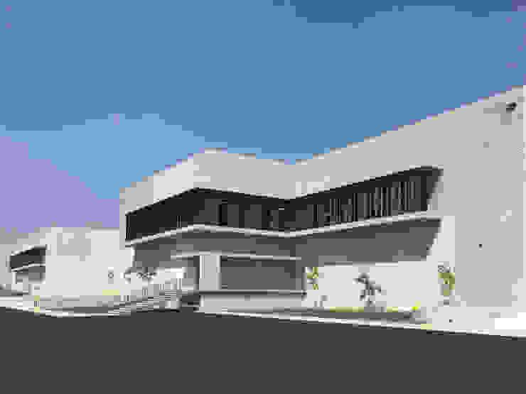 PARQUE INDUSTRIAL Y DE OFICINAS CASTILLO Estudios y despachos modernos de EEC Arquitectos Moderno