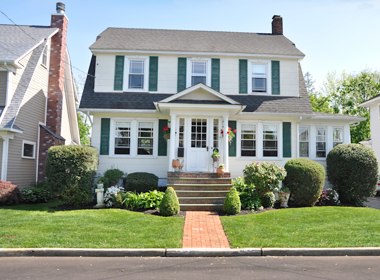 Suburban Colonial Home Front Yard Landscaped Cottage Style Sunny by homify