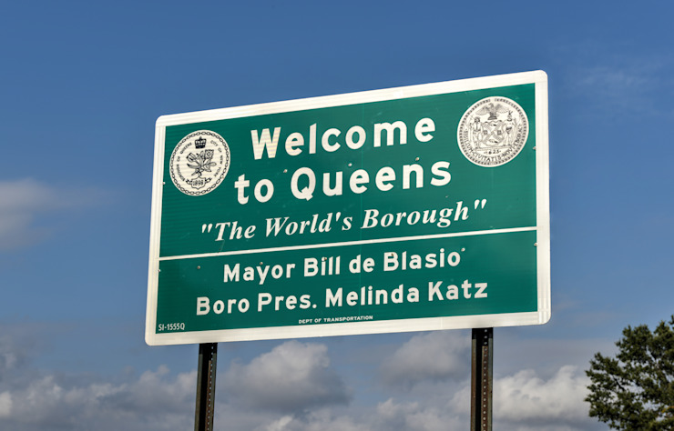 QUEENS, NEW YORK - SEPTEMBER 20, 2014: Welcome to Queens Sign for traffic between the border of Brooklyn and Queens, New York by homify