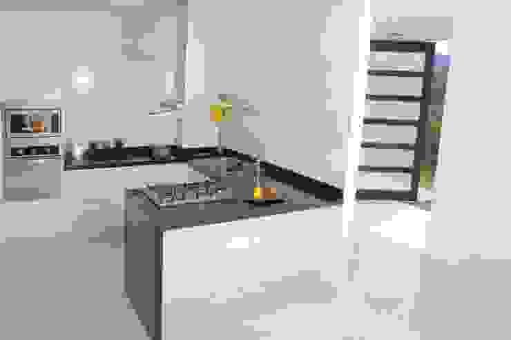 Cocina de estilo  por KAYROS ARQUITECTURA DISEÑO INTERIOR,