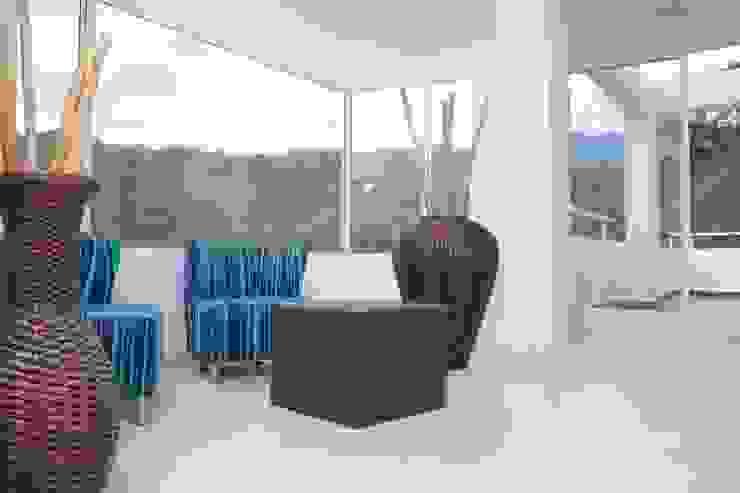 Salas/Recibidores de estilo  por KAYROS ARQUITECTURA DISEÑO INTERIOR,
