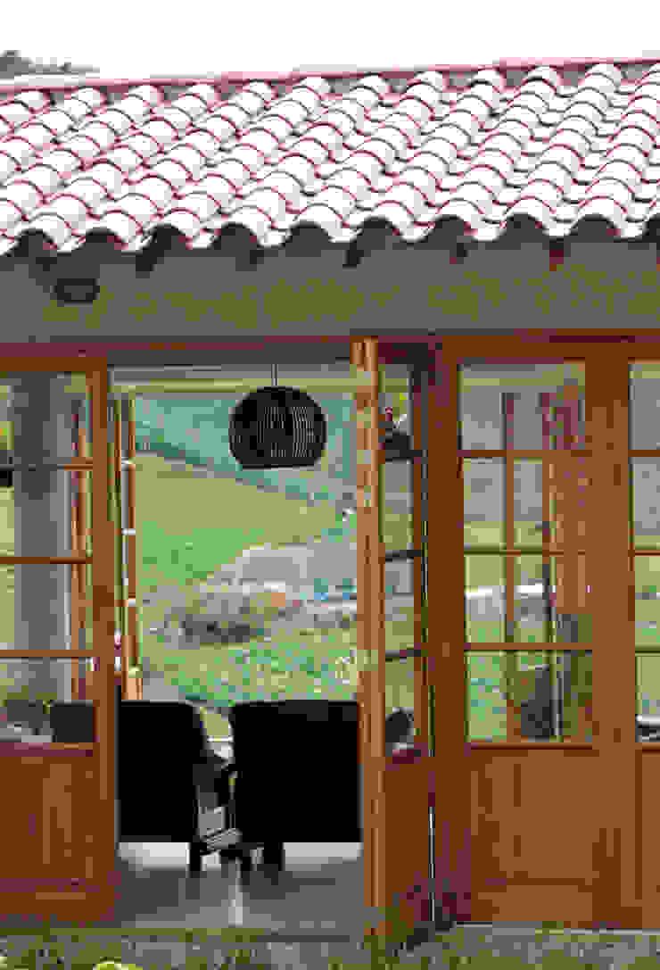 Casa G2 de BASSICO ARQUITECTOS Rural Madera Acabado en madera