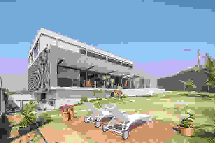 Joana França Casas de estilo moderno