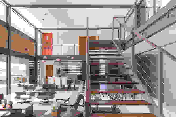 Casa Quintas do Sol - Coga Arquitetura Corredores, halls e escadas modernos por Joana França Moderno