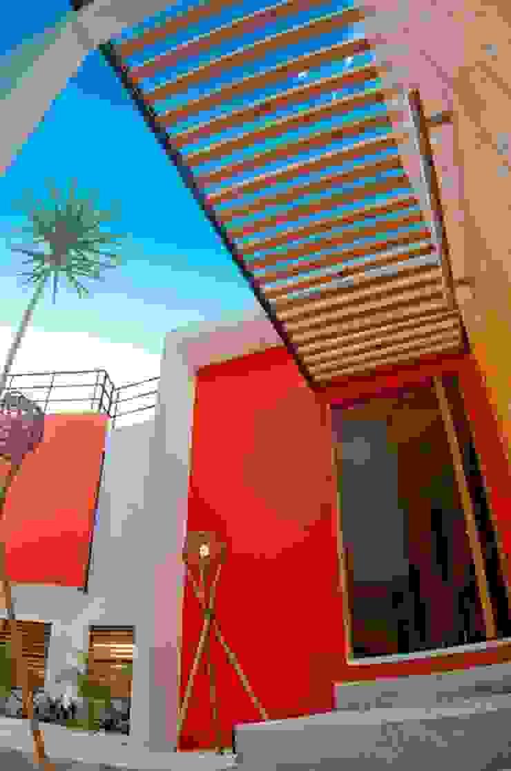 FACHADA INTERIOR Casas modernas de FRACTAL CORP Arquitectura Moderno