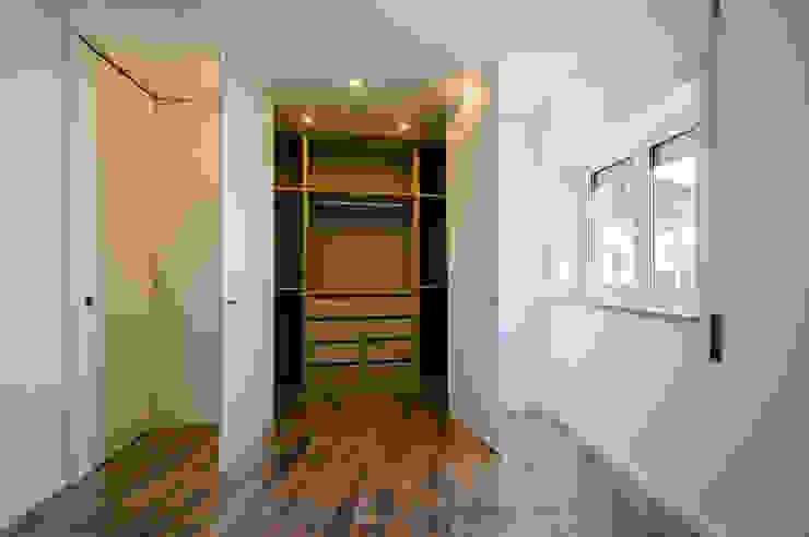 Closets de estilo  por NOVACOBE - Construção e Reabilitação, Lda.