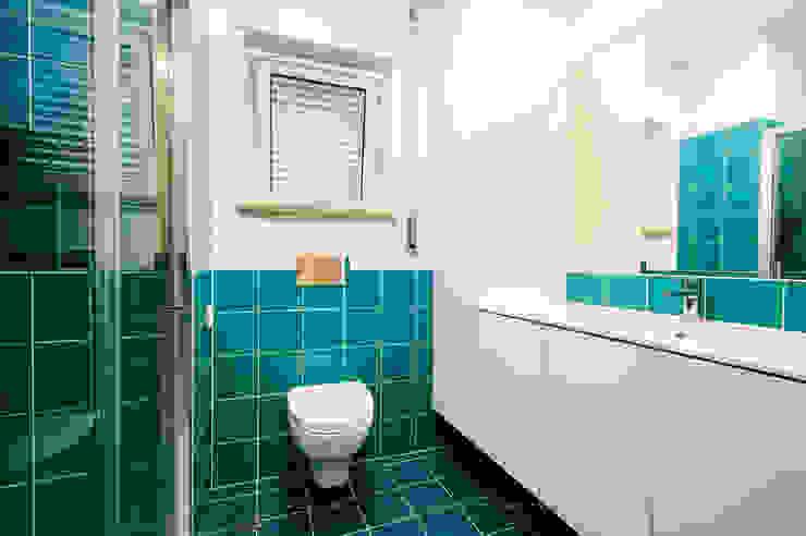 Suite - WC Casas de banho modernas por homify Moderno