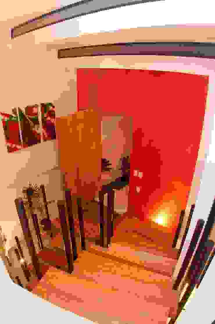 ESCALERAS E INGRESO Pasillos, vestíbulos y escaleras modernos de FRACTAL CORP Arquitectura Moderno
