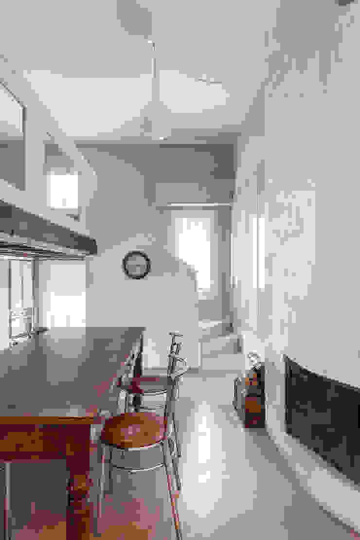 Appartamento privato a Brescia Pareti & Pavimenti in stile moderno di Resin srl Moderno