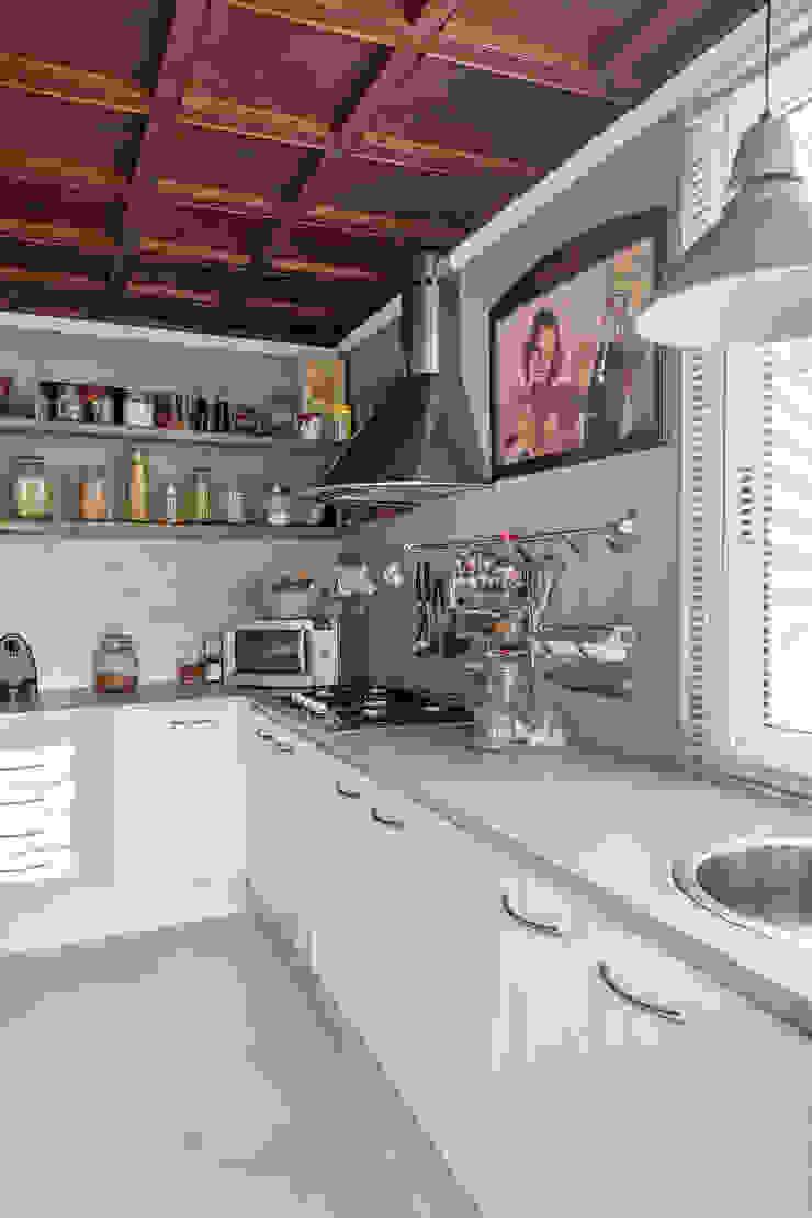 Appartamento privato a Brescia Cucina moderna di Resin srl Moderno