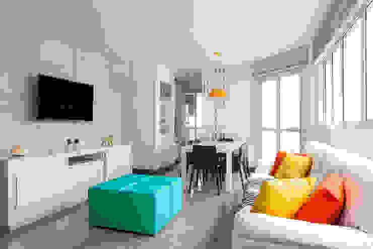 Apartamento de Praia JO Salas de estar modernas por Luciana Ribeiro Arquitetura Moderno