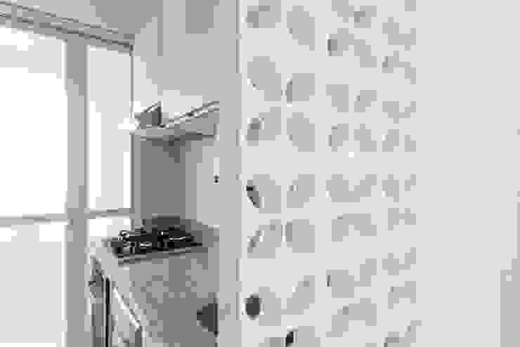 Apartamento de Praia JO Cozinhas modernas por Luciana Ribeiro Arquitetura Moderno