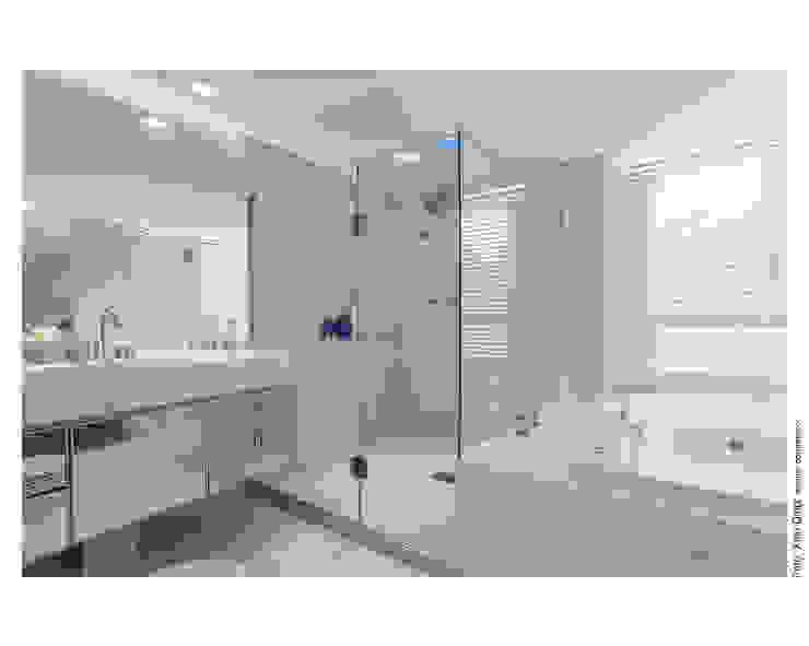 Apartamento Panamby Banheiros minimalistas por MAGALHÃES E SOUZA ARQUITETOS ASSOCIADOS Minimalista Mármore