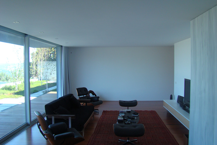 Casa na Lixa _ Felgueiras Salas de estar modernas por Amadeu Queirós I Arcolinha arquitectura Moderno