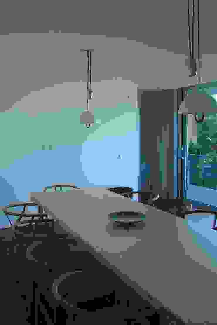 Casa na Lixa _ Felgueiras Salas de jantar modernas por Amadeu Queirós I Arcolinha arquitectura Moderno