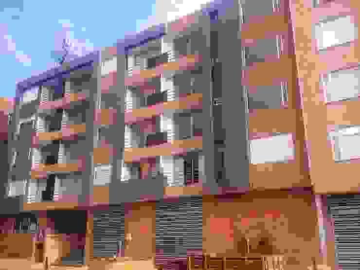 Fachada Giralda 122 Casas modernas de FARIAS SAS ARQUITECTOS Moderno Ladrillos